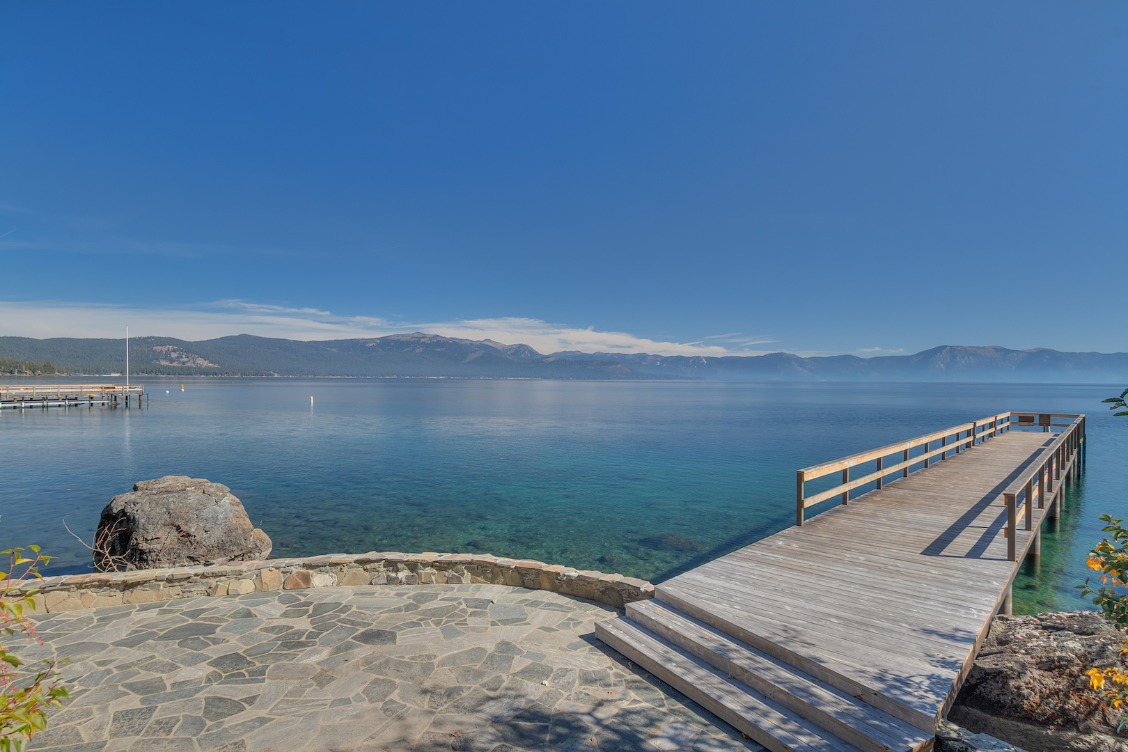 Lookout over Lake Tahoe on Chinquapin's piers